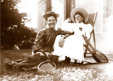 Sarah Annie Wragge and unidentified girl, at Yallambie, c1900. (Source: Bill Bush Collection)