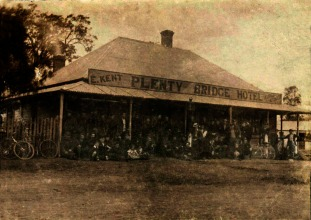Bike riders at Kent's Plenty Bridge Hotel, c1900.